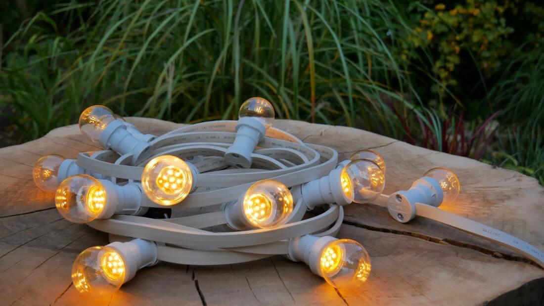 na zdjęciu girlanda żarówkowa led - żarówki to transparentne LEDy 0,7W