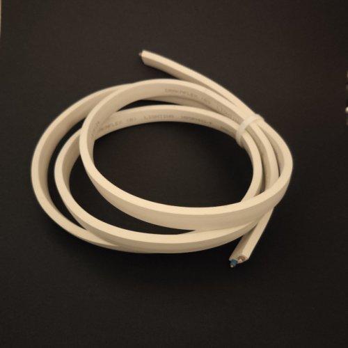 na zdjęciu widać przewód biały do budowy girland świetlnych