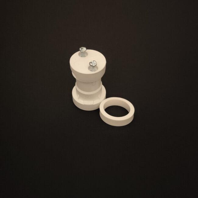 Na zdjęciu przedstawiono oprawkę E27 do budowy girland świetlnych w kolorze białym.